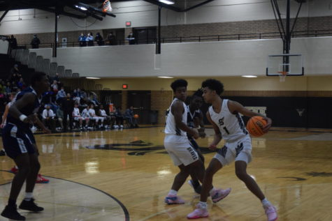 Boys Varsity Basketball Season Has Trouble Finding Its Groove With COVID Interruptions
